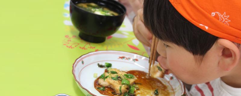 """こども食講座は、少食、偏食、食べ過ぎる、遊び食べ・・・毎食の""""子どもの食""""に悩む大人のための講座です。"""