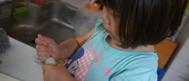 テーマ例: 小さなこどもの台所仕事が大きな成長をつくるわけ